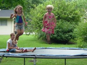 cvičení na trampolíně
